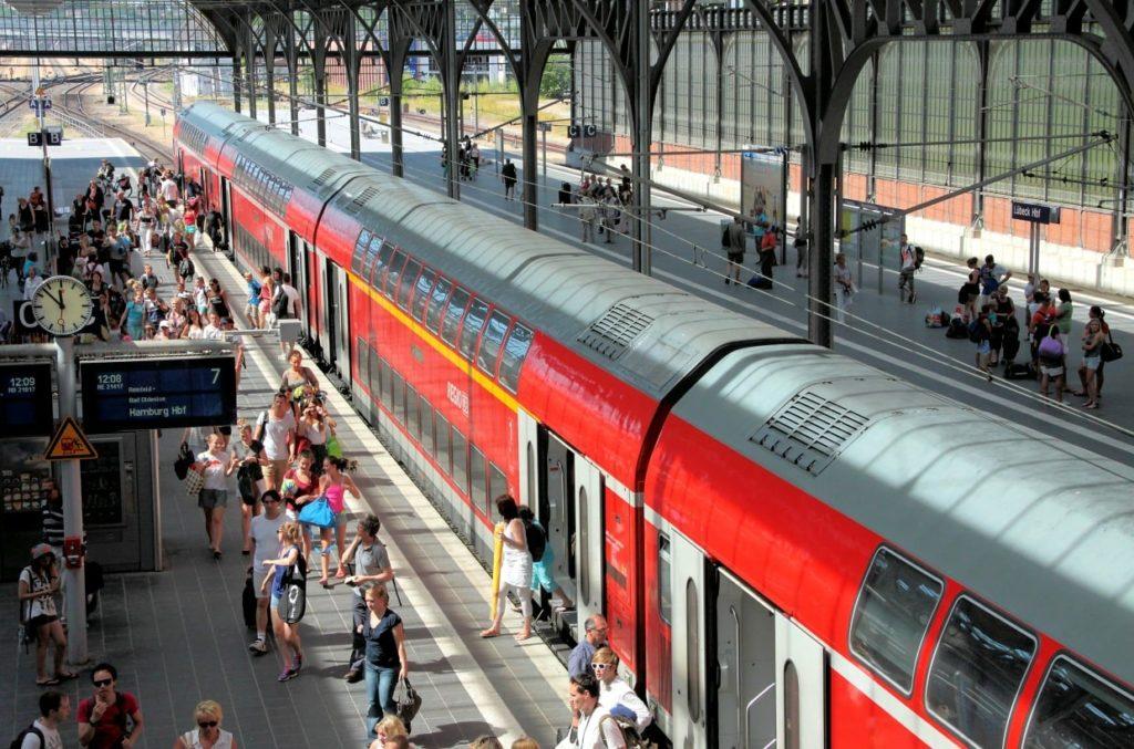 BahnBonus-Prämien: Kann man eine Freifahrt für eine andere Person buchen?