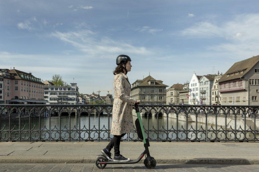 TIER: E-Scooter erhalten wechselbare Akkus