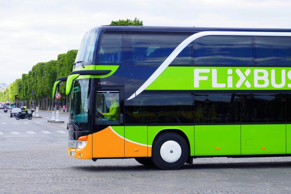 Wie viele Busse besitzt Flixbus?