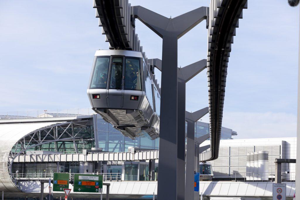 Flughafen Düsseldorf: Brauche ich für den SkyTrain ein Ticket?
