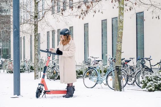 Voi: E-Scooter-Anbieter wechselt in den Wintermodus