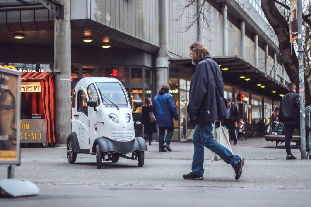 Enuu: Sharing-Angebot für Elektro-Kabinenroller startet in Berlin